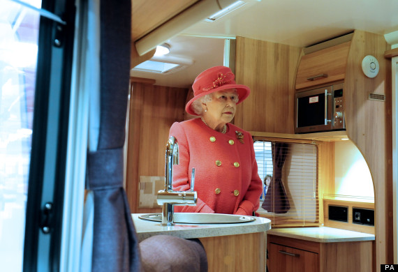 o-THE-QUEEN-IN-A-CARAVAN-570.jpg